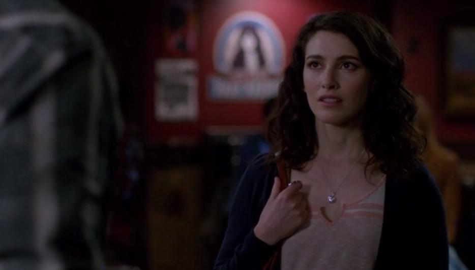 supernatural-s08-ep09-Amelia-facing-Sam-in-a-bar